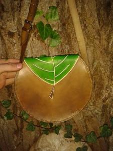 Sac cuir artisanal modèle ''arbre''vue arrière
