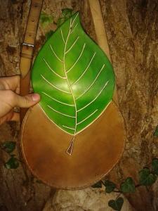 Sac cuir artisanal modèle ''arbre'' vue arrière