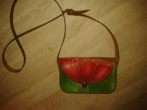 Sac cuir artisanal modèle ''coquelicot'' vue d'ensemble