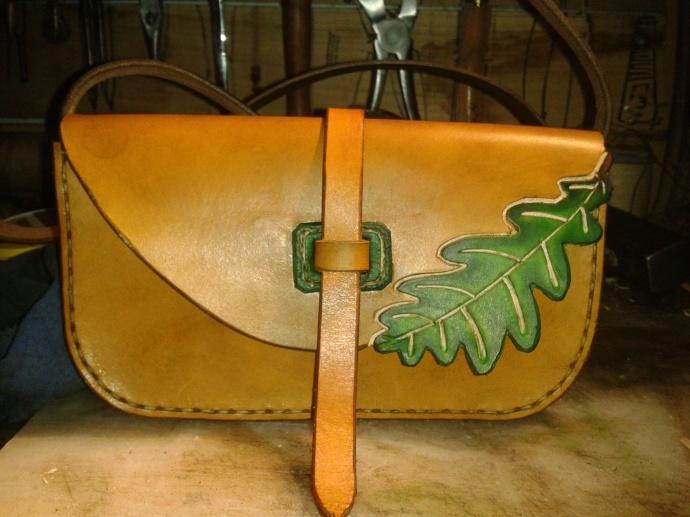 sac artisanal en cuir modèle ''Feuille de chêne''