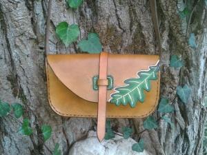 sac artisanal en cuir modèle ''Feuille de chêne'' vue avant