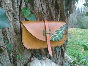 sac artisanal en cuir modèle ''Feuille de chêne'' vue de face