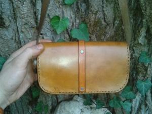 sac artisanal en cuir modèle ''Feuille de chêne'' vue de dos