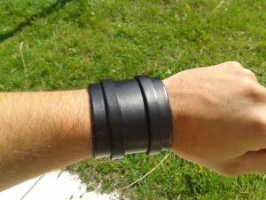 Bracelet de force noir vue avant