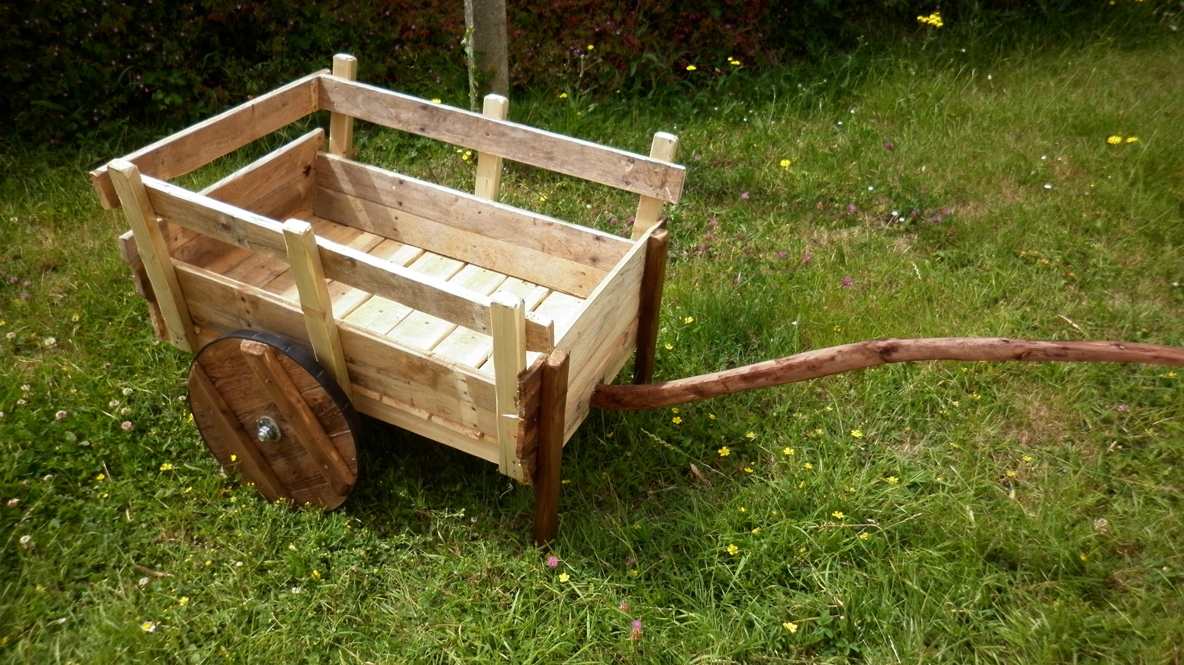 Article construire une charrette en palette l 39 atelier de peyo - Fabriquer un demonte palette ...